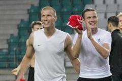 Ragnar Klavan (vasakul) siirdus hetkel Hollandi kõvemaisse klubisse. Foto: Arhiiv