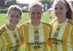 Signy Aarna (keskel) Newcastle'is. Foto: Indrek Käo