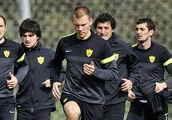 Aleksei Belov (keskel) osalemas Anži treeningul.
