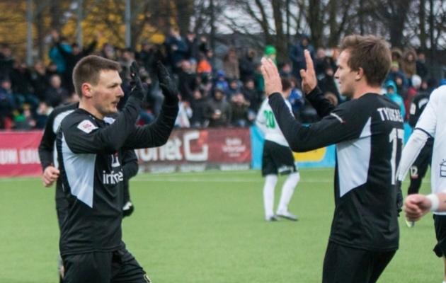 Kruglov ja Jevgeni Tjukalov tähistamas Flora vastu skooritud penaltit. Foto: Brit Maria Tael