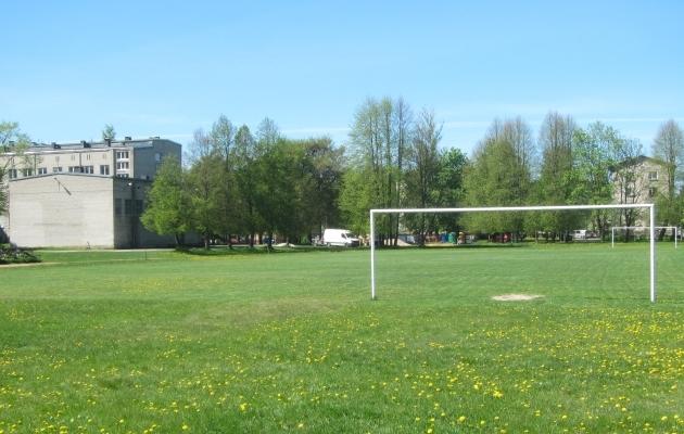 Läinud suvel oli Sõle tänava väljakul veel pärismuru. Foto: Soccernet.ee