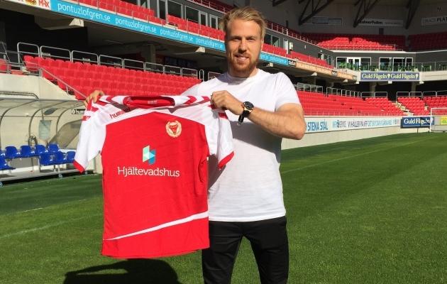 Henri Anier uue koduklubi särgiga. Foto: Kalmar FF koduleht