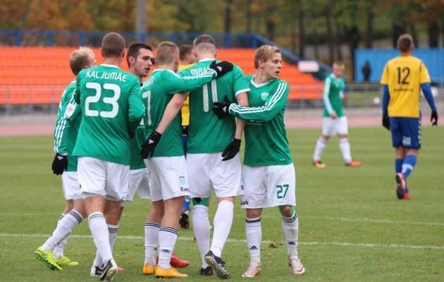 Levadia meeskond Pärnu vastu väravat tähistamas. Foto: Brit Maria Tael