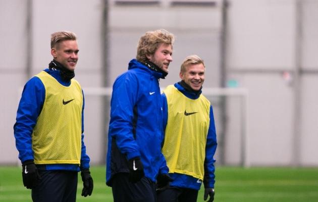 Karl Mööli (keskel) jaoks möödus teisipäeval neli aastat esimesest ja seni ainsast A-koondise mängust. Foto: Jana Pipar / EJL
