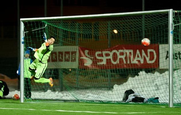 Aleksei Matrossovil pole võimalustki. Avamäng lõppeb 2:2 viigiga. Foto: Imre Pühvel