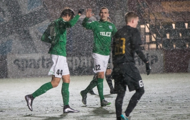 8. märts - Sakari Tukiainen (44) lööb lumemöllus Rakvere Tarvale 5 (!) väravat. Flora domineerib uustulnukat mäekõrguselt. Foto: Brit Maria Tael