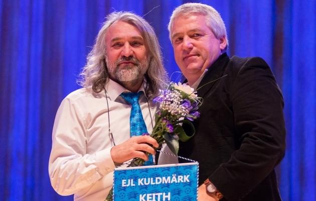 8fc81cb22a2 Keith Boanas sai Eestist lahkudes oma töö eest EJL-i kuldmärgi. Foto: Brit