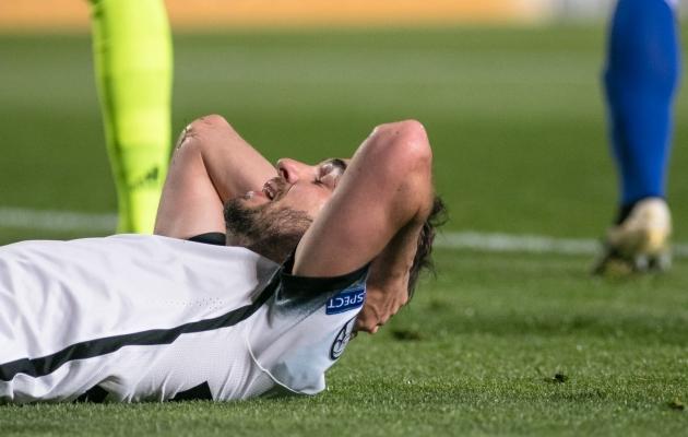 Sergei Zenjov tabas Küprose vastu latti. Latt on ta löökidele ette jäänud ka viimastes klubimängudes. Foto: Jana Pipar / EJL