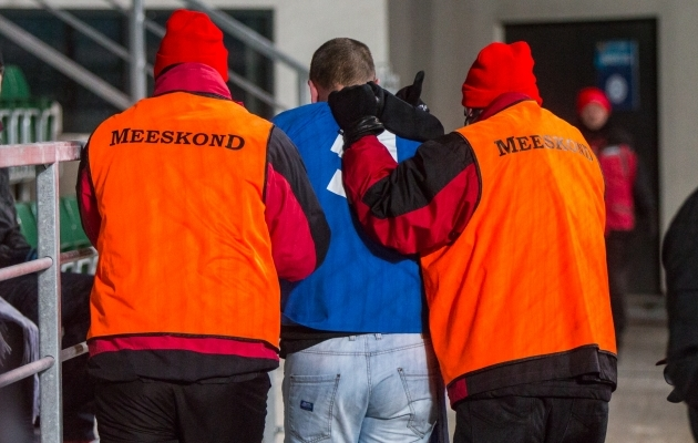 Meeskond, võtke õppust! Vot nii käitub staadionil üks õige turvamees!
