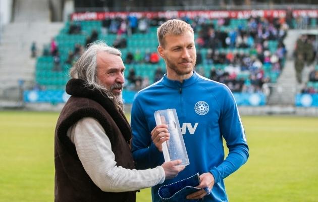Aivar Pohlak koos Eesti koondise kapteni Ragnar Klavaniga. Foto: Brit Maria Tael