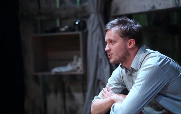 Mikk Jürjens - kunagine soccernetlane ja praegune Linnateatri näitleja. Foto: linnateater.ee