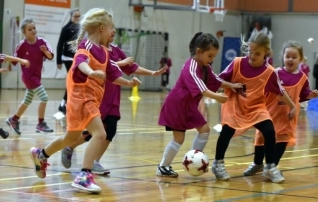 Tüdrukute jalgpallifestivalid toimuvad Rakveres ja Paides