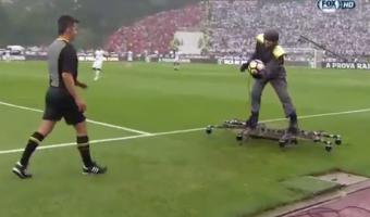 Misasja? Portugalis toodi mängupall inimdrooniga kohale