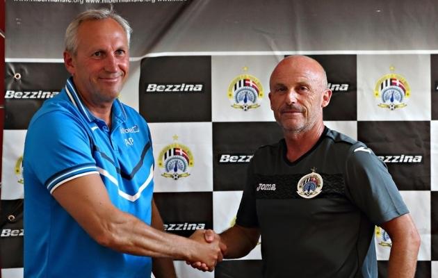 Veel esmaspäeval surus Aleksandr Puštov rõõmsalt kätt Malta klubi Hiberniansi peatreeneriga. Nädala lõpuks oli ta töötu. Foto: uefa.com