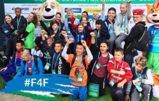 Kaks Eesti last osalevad Maailmajagude karikal ning kohtuvad mitmete praeguste ja endiste jalgpalluritega