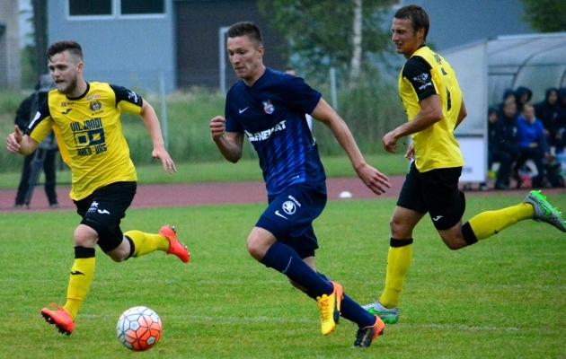 Oskar Berggren (vasakul) naasis oma kunagisse koduklubisse väravasöödu toonud mänguga. Foto: Liisi Troska