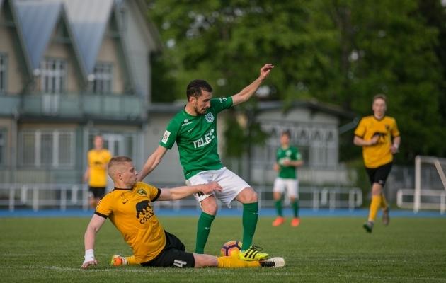 Zakaria Beglarišvili (rohelises) on ainsa vutimehena kuulunud sel hooajal kõiki nelja Premium liiga sümboolsesse koosseisu. Foto: Brit Maria Tael