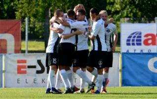 Sillamäe pankrot uut hooaega ei mõjuta: jalgpallikool Sillamäe Kalev mängib planeeritult teist liigat