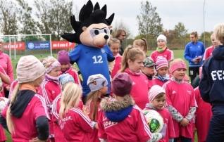 Jalgpallifestivalidel osales ligi 1000 tüdrukut