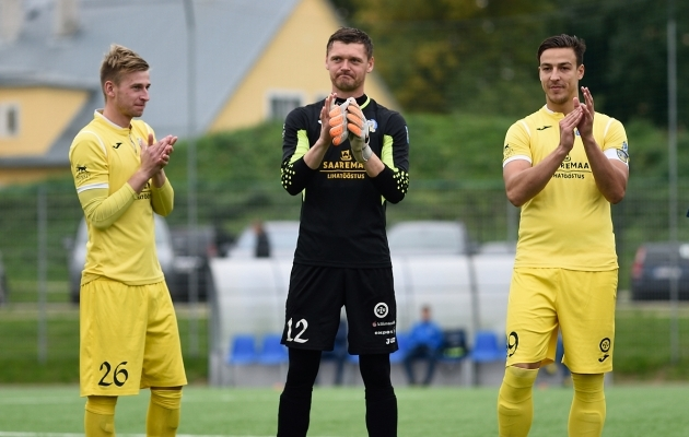 Sander Laht, Roland Kütt ja Elari Valmas on FC Kuressaares kõik rohkemat kui lihtsalt mängijad. Foto: Imre Pühvel
