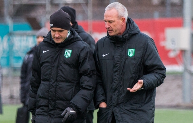 4. märts - Arno Pijpers on Eestis tagasi. Hooajaeelsed mängud suurt ei luba, superkarika 0:5 kaotusega kantakse Flora maha, aga avavooru 1:1 viik Levadiaga on samm paremuse poole. Foto: Brit Maria Tael