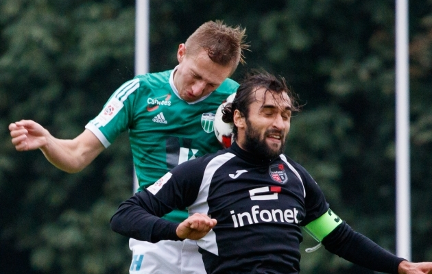 Sergei Tumasjan (mustas) ei jätka. Pavel Marinil (rohelises) ei ole kehtivat lepingut. Foto: Oliver Tsupsman