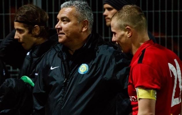 Transi peatreener Adjam Kuzjajev keskel. Foto: Oliver Tsupsman