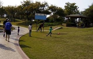 Fotod: Abu Dhabis on jalgpalli mängimine ülipopulaarne tegevus