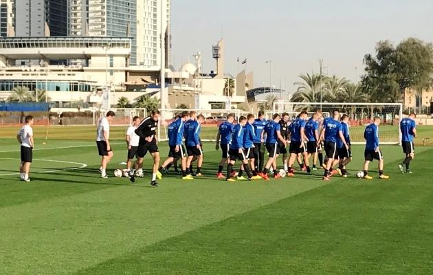 Eesti koondis Abu Dhabis mängueelsel treeningul.