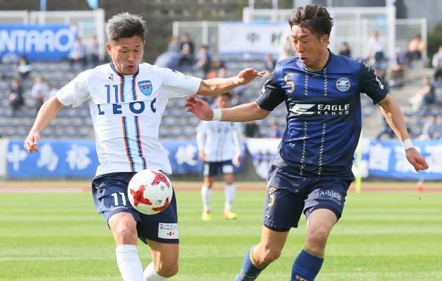 Hallipäine Miura veel suudab endast poole noortematega sammu pidada. Foto: japantimes.co.jp