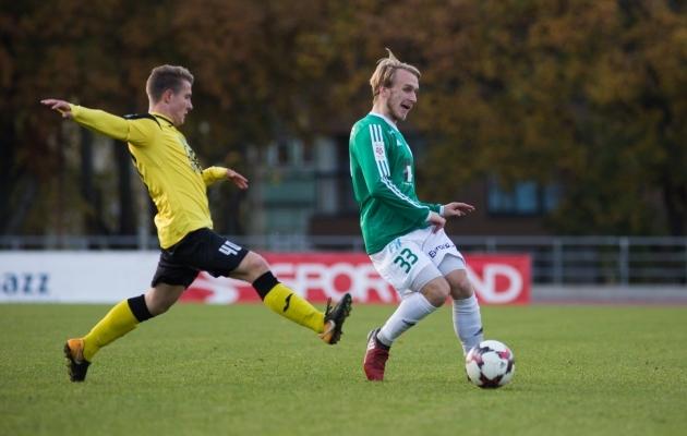 Illimar Loigo (vasakul) takistamas Mark Oliver Roosnuppu. Foto: Jana Pipar