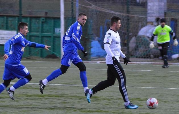 Artjom Artjunin Siedlce särgis (keskel). Foto: mkppogonsiedlce.pl