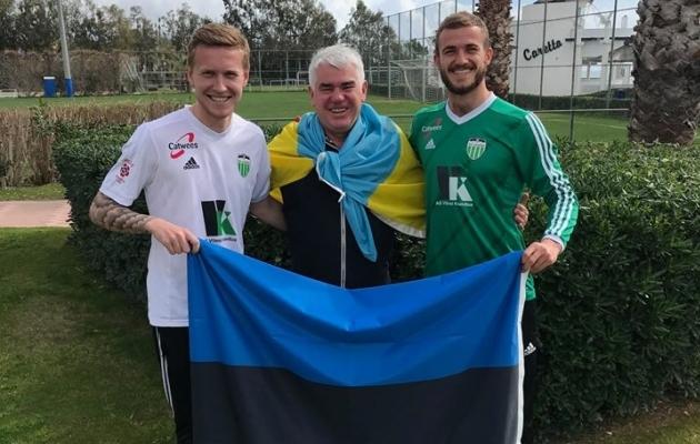 FCI Levadia värsked täiendused Juri Tkatšuk (vasakul) ja Roman Debelko (paremal) koos klubi Ukraina juurtega presidendi Viktor Levadaga. Foto: Levadia Facebook