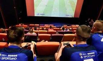 Tammeka mängijad tegid midagi, millest unistavad paljud vutisõbrad - mängisid kinosaalis FIFA-t