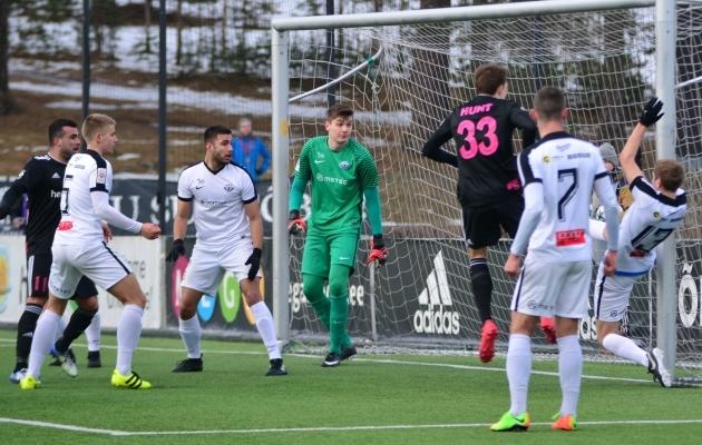 Vaatavad vasakult valges Silver Grauberg, Akim Sairinen, Karl Johan Pechter (roheline), Martin Jõgi. Reio Laabus ei vaata, aga tegutseda on juba hilja. Foto: Liisi Troska
