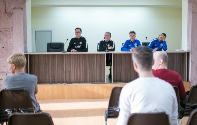Martin Reim (vasakult teine) annab aru, mida nädalaga tehtud on. Foto: Brit Maria Tael
