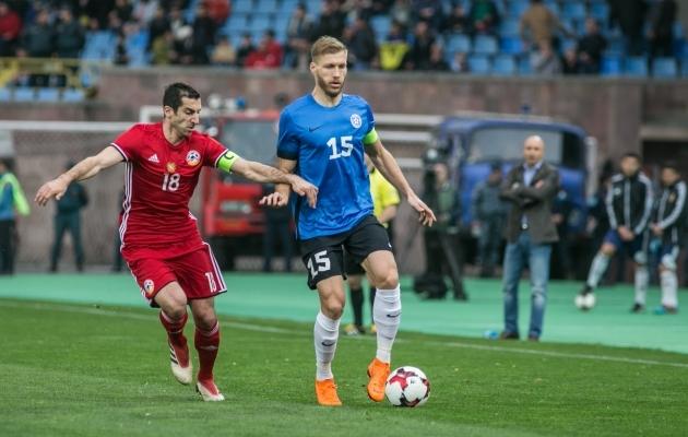 Kaptenid omavahel - Armeenia ja Arsenali mees Henrikh Mkhitarjan ning Eesti ja Liverpooli mees Ragnar Klavan. Foto: Brit Maria Tael