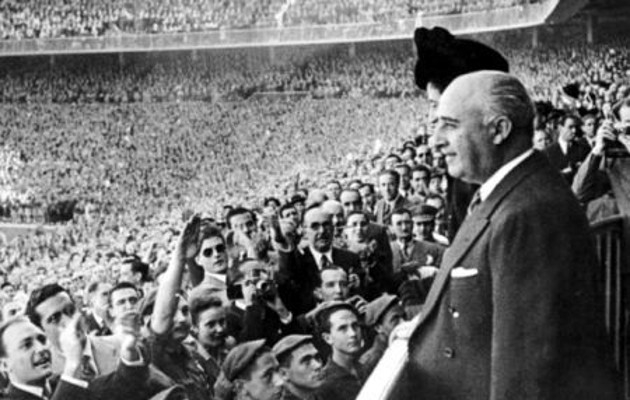 Kindral Franco jalgpallimatšil. Foto: sportskeeda.com