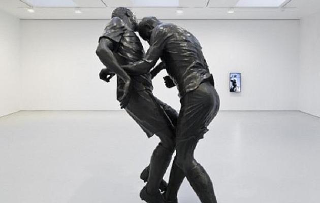Zinedine Zidane'ile punase kaardi toonud olukorrast on valminud lausa skulptuur. Foto: balls.ie