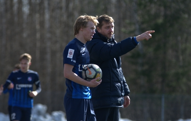 Oleksandr Suhharov naelutas ühe palli Levadia värava ristnurka, aga punktide võtmiseks jäi sellest väheks. Foto: Liisi Troska