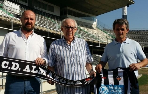 Manolo Clares (keskel). Foto: enalbinegro.es