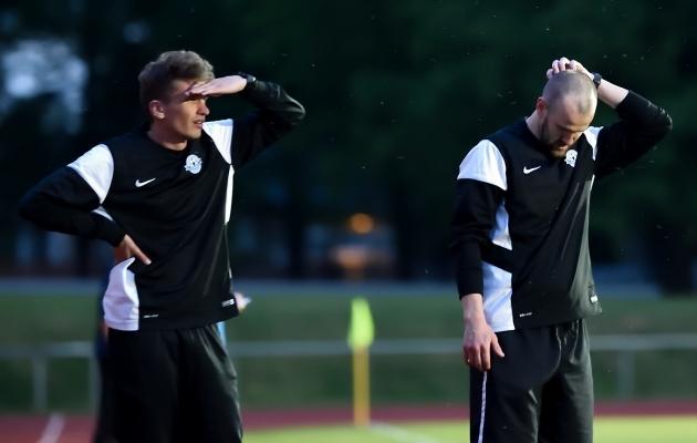 Tammeka treeneritel mõtteainet jagub - vasakul abitreener Siim Valtna, paremal peatreener Kaido Koppel. Foto: Imre Pühvel