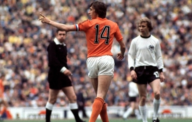 Johan Cruyff ja ikooniline 14. Foto: theballcock.com