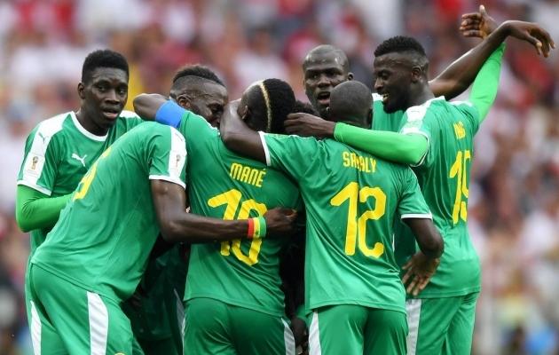 Taustajõudu märkad? Senegali fännid aitasid staadionit koristada!