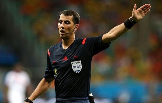 Irmatov vilistab kolmandat MM-finaalturniiri; kaheksa aastat tagasi usaldati talle üks poolfinaalidest. Foto: 2.bp.blogspot.com