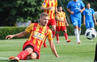 Video: vaevalt minuti platsil olnud Kallaste tegi väravavahile jalgevahelt ja lõi tähtsa värava  (täiendatud lõppseisuga!)