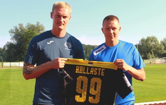 Peatreener Post vasakul ja Kallaste paremal. Foto: Viljandi Tulevik