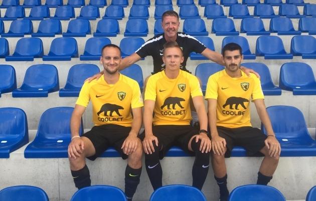 Peatreener Indrek Zelinski koos uute Juhan Jakobsoni, Kaspar Tilga ja Gegi Kekuaga. Foto: Pärnu Vapruse koduleht