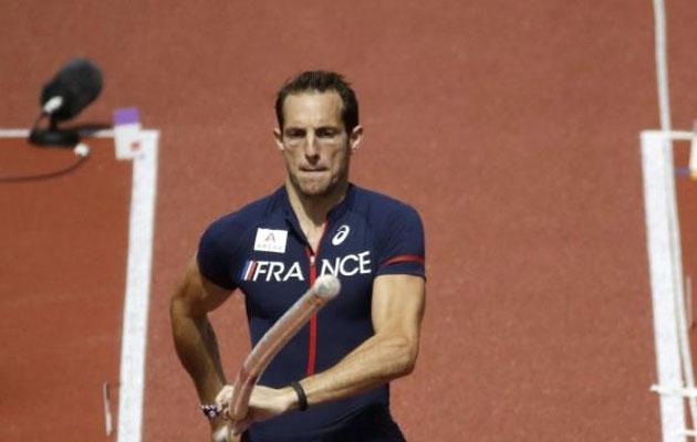 Magnifique! Prantsuse teivashüppaja võistles jalgpallikoondise vormiga