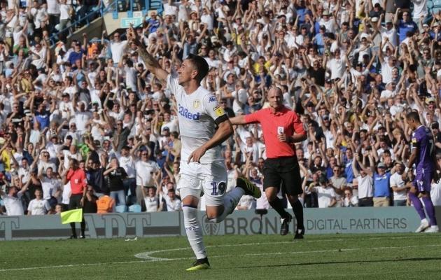 Pablo Hernandez lõi Stoke'i vastu värava ja sai käed taeva poole ajada - teda jäljendas kogu Elland Road, sest Leeds alustas Marcelo Bielsa käe all võidukalt. Foto: leedsunited.com